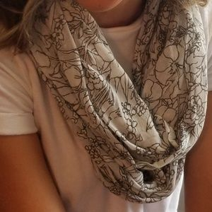 GAP Dusty Floral Pattern infinity scarf